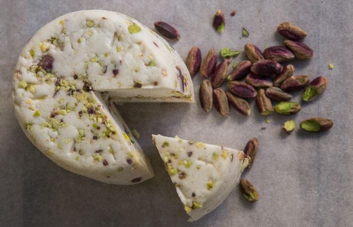 Ser kozi Caciotta z pistacjami 350g